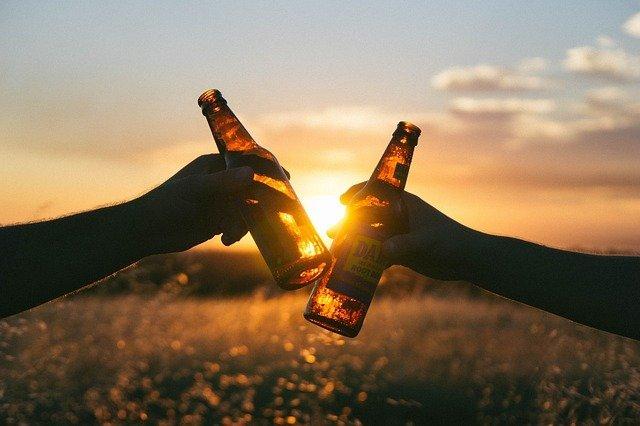 Arti Mimpi Minum Alkohol Miras Menurut Primbon