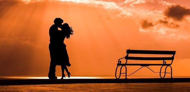 Arti Mimpi Berciuman Mesra Menurut Primbon