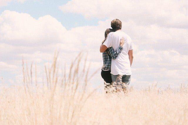 Arti Mimpi Memeluk Teman Lama Menurut Primbon