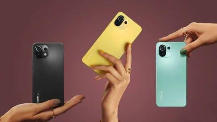 Tertarik untuk membeli ponsel baru dari merek China ini? Tunggu dulu, baca dulu review ponsel di bawah ini agar lebih mantap untuk dimiliki. Ulasan Xiaomi Mi 11 Lite Memiliki spesifikasi dan harga yang lebih murah dari saudaranya, Mi 11, berikut ulasan lengkap ponsel asal China yang menggebrak pasar menengah di Indonesia. 1. Desain Desain yang sangat stylish! Kesan yang orang pikirkan saat pertama kali melihat ponsel ini. Dengan desain yang ramping dan ringan, ponsel ini terlihat begitu cantik di tangan penggunanya. Tidak hanya tipis dan ringan, ponsel ini juga begitu ringkas sehingga sangat nyaman untuk digunakan sehari-hari. Desain ini sangat cocok untuk wanita yang ingin memiliki ponsel dengan bentuk yang menarik dan harga yang terjangkau. Hal ini cukup sahih karena adik dari Mi 11 ini memiliki ukuran 6,8 mm dan bobot 157 gram. Ketiga pilihan warna tersebut juga cukup unik; peach pink, bubblegum blue dan hitam konyol. Dengan ukuran dan berat ini, ponsel ini sangat cocok untuk pengguna yang memiliki tangan kecil. Jadi menggunakan ponsel ini dengan satu tangan tetap terasa nyaman. 2. Kamera Hal kedua yang juga menarik perhatian wanita selain desainnya yang elegan adalah kamera ponsel yang sangat bagus. Dengan harga yang cukup terjangkau di pasar menengah, ponsel ini dilengkapi dengan tiga kamera belakang dan satu kamera depan. Tiga kamera belakang pada ponsel ini adalah kamera utama, kamera ultra-wide, dan kamera telemacro yang mampu memberikan hasil foto yang cukup stylish. Kamera utama berukuran 64MP dengan ukuran sensor 1/1,97 inci. Kamera utama memiliki aperture f/1.8 dan teknologi PDAF. Kamera kedua atau kamera ultra-wide ini memiliki spesifikasi ukuran 8MP, aperture f/2.2 dan dengan sudut hingga 119 derajat. Dengan fungsi ini, pengguna dapat menangkap lebih banyak objek dalam gambar. Selain kedua kamera tersebut, ada juga kamera telemacro yang bisa double zoom. Kamera ini berukuran 5MP dengan f/2.4. Untuk kamera depan, Mi 11 Lite mengusung kamera beresolusi 1