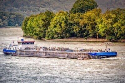 Arti Mimpi Air Sungai Meluap Menurut Primbon dan Psikolog