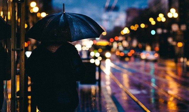 Arti Mimpi Memakai Payung, Pertanda Baik atau Buruk?