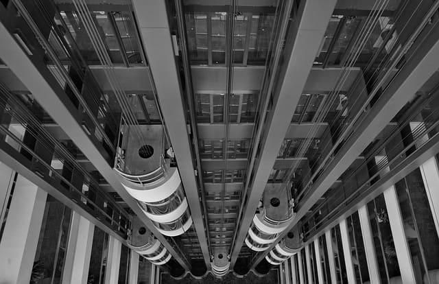 Arti Mimpi Berada di Lift : Naik, Turun, Masuk dan Keluar
